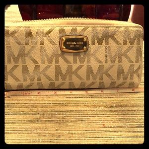 Authentic Michael Kors wallet, used once